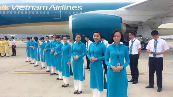 Đổi vé máy bay các hãng hàng không mất bao nhiêu tiền?