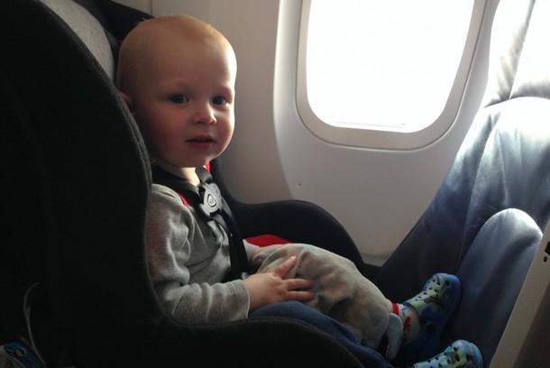Trẻ em đi máy bay cần giấy tờ gì? và chi phí như thế nào?
