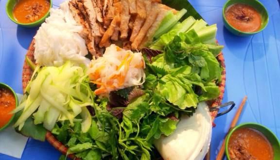 3. Ăn Nem Nướng Khi Du Lịch Tết Nha Trang