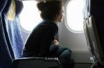 Vì sao phải mở cửa sổ, dựng thẳng ghế, gập bàn ăn khi máy bay cất/hạ cánh