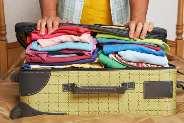 Có nên chuyển giúp hành lý người khác khi đi máy bay không?