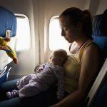 Mẹo: Chống ù tai cho trẻ em khi đi máy bay cần biết