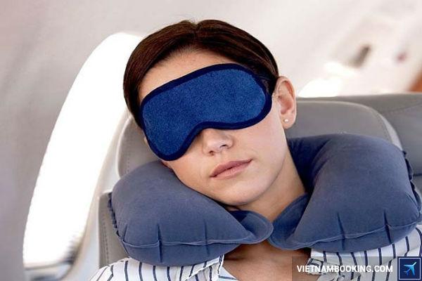 Mẹo: Kinh nghiệm giúp bạn thoải mái khi đi máy bay đường dài