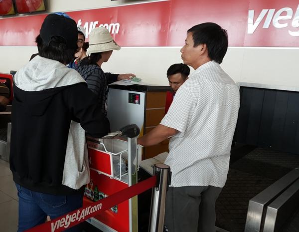 Quy định: Thẻ nhà báo, bằng lái xe không được làm thủ tục lên máy bay